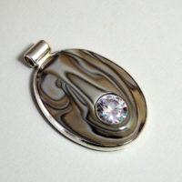 Wisior srebrny z krzemieniem pasiastym i cyrkonią