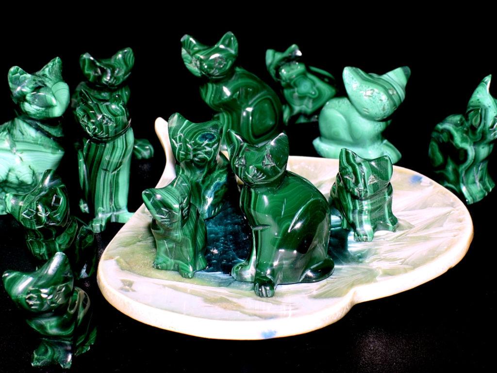 koty z malachitu