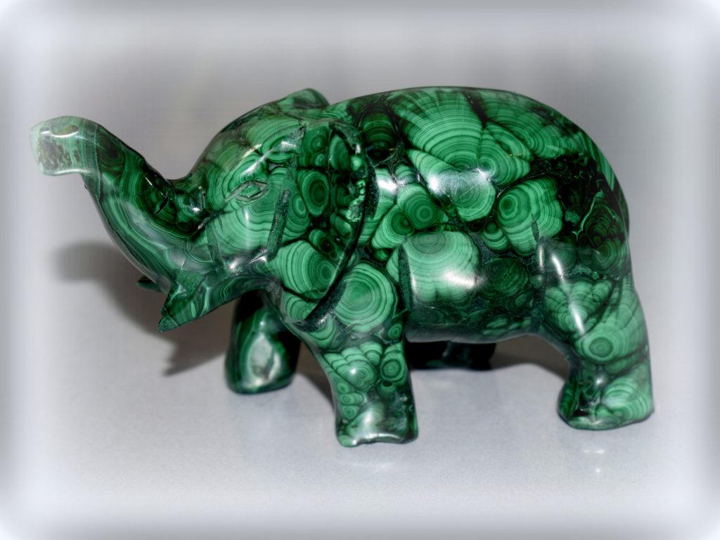 słoń z malachitu