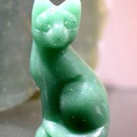 Rzeźba kota z awenturynu