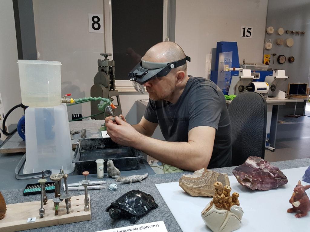 Pracownia gliptyki - Muzeum minerałów i skamieniałości Tajemnice Klejnotów