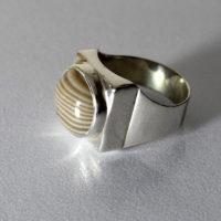 pierścień srebrny z krzemieniem pasiastym