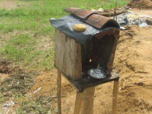 Kapliczka, w której pracownicy umieszczają ofiary za pomyślność w poszukiwaniach kamieni szlachetnych